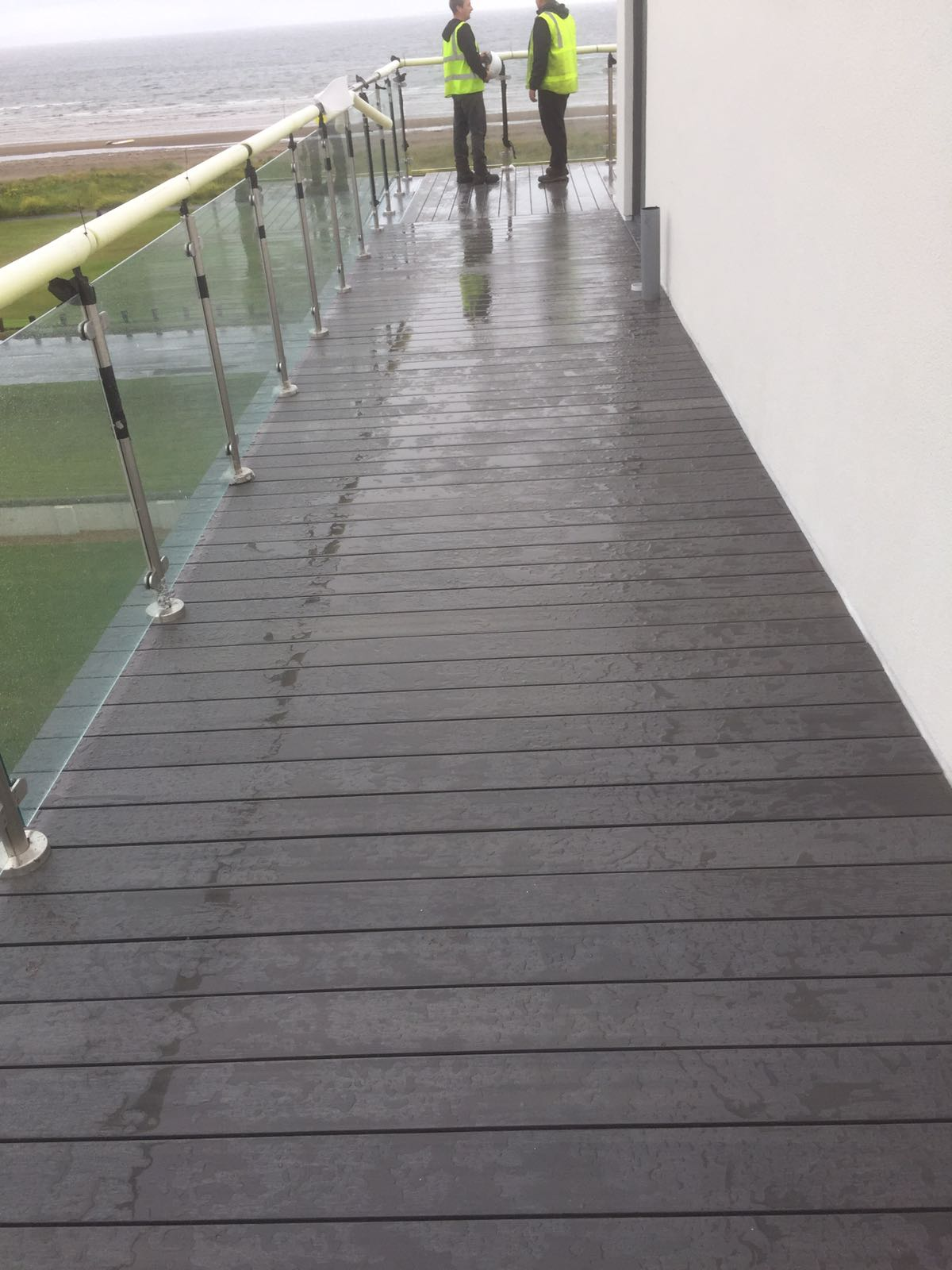 composite decking on aluminium joists