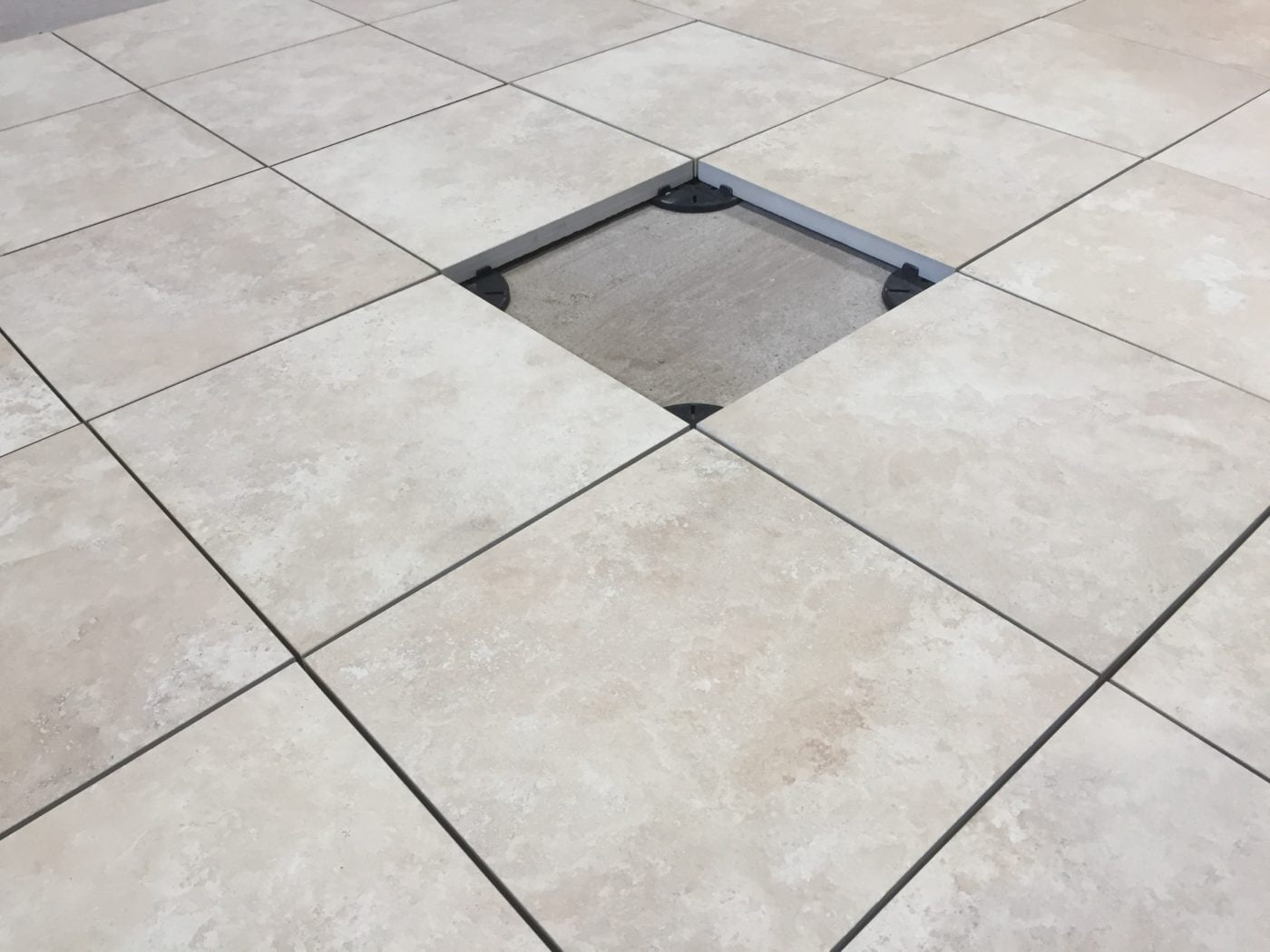 compact 20 porcelain paving on supports